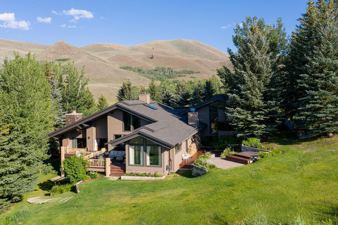 2-Story House In Sun Valley