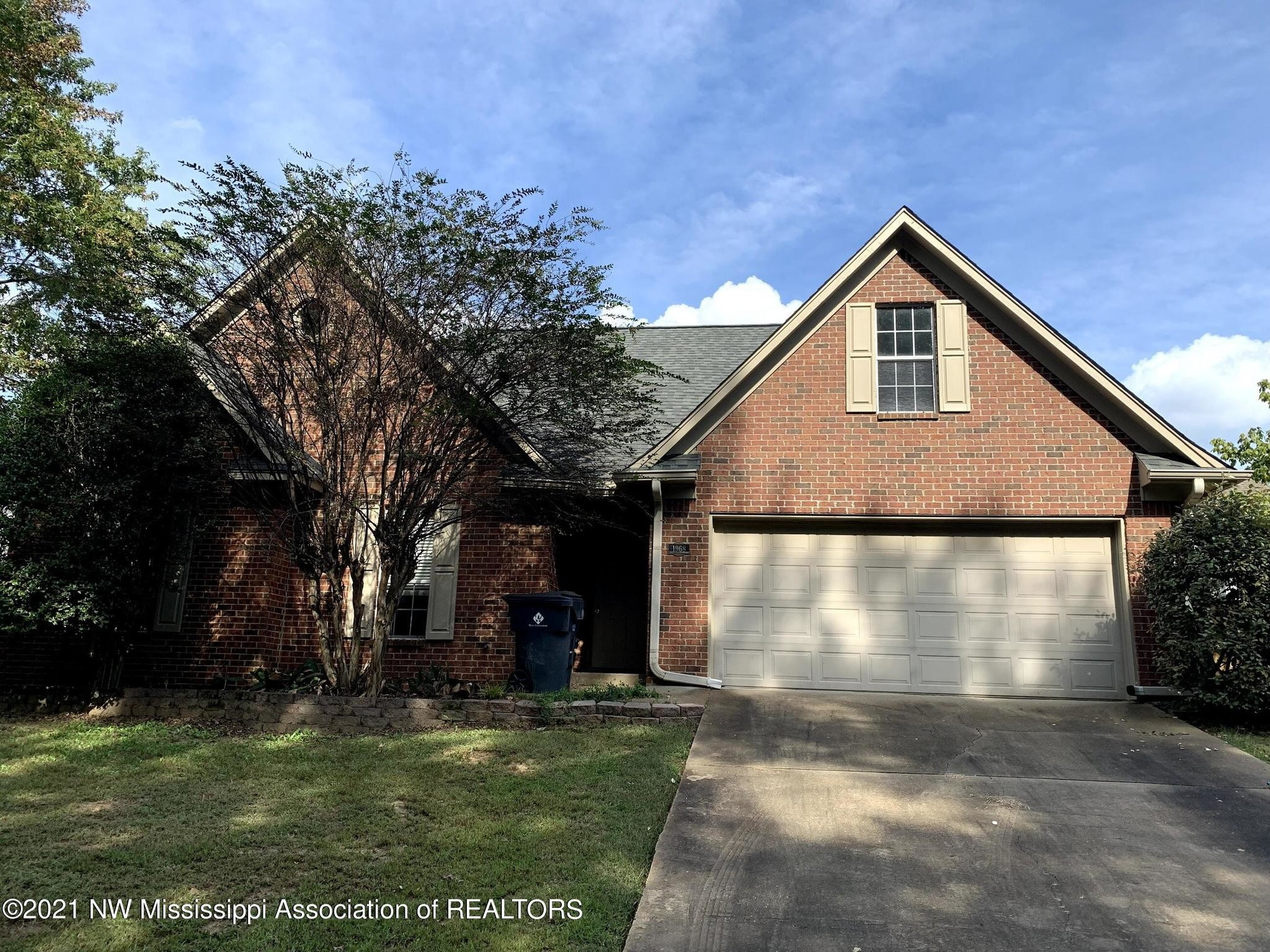 Stately 3-Bedroom House In Northwood Hills