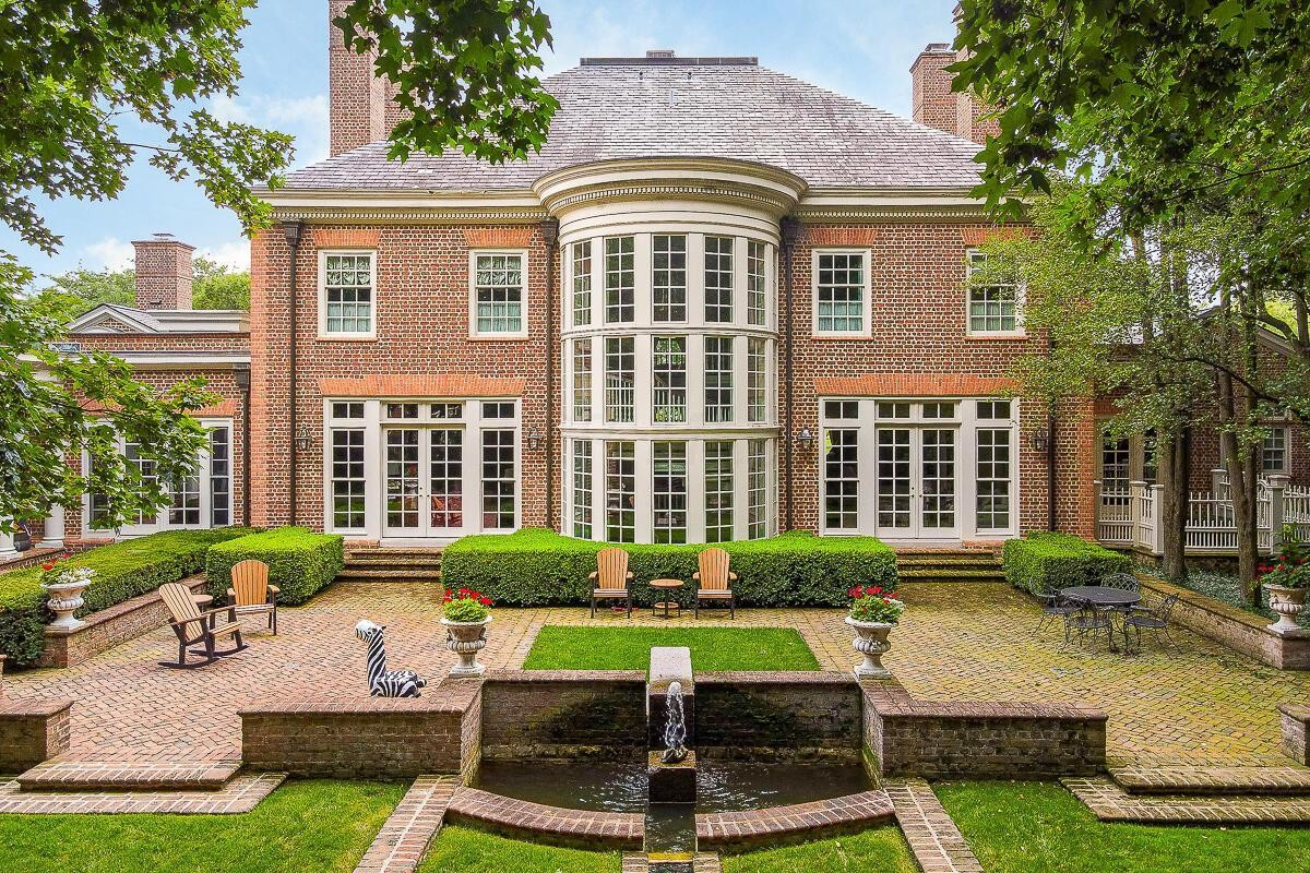 Stately 5-Bedroom House In The New Albany Country Club