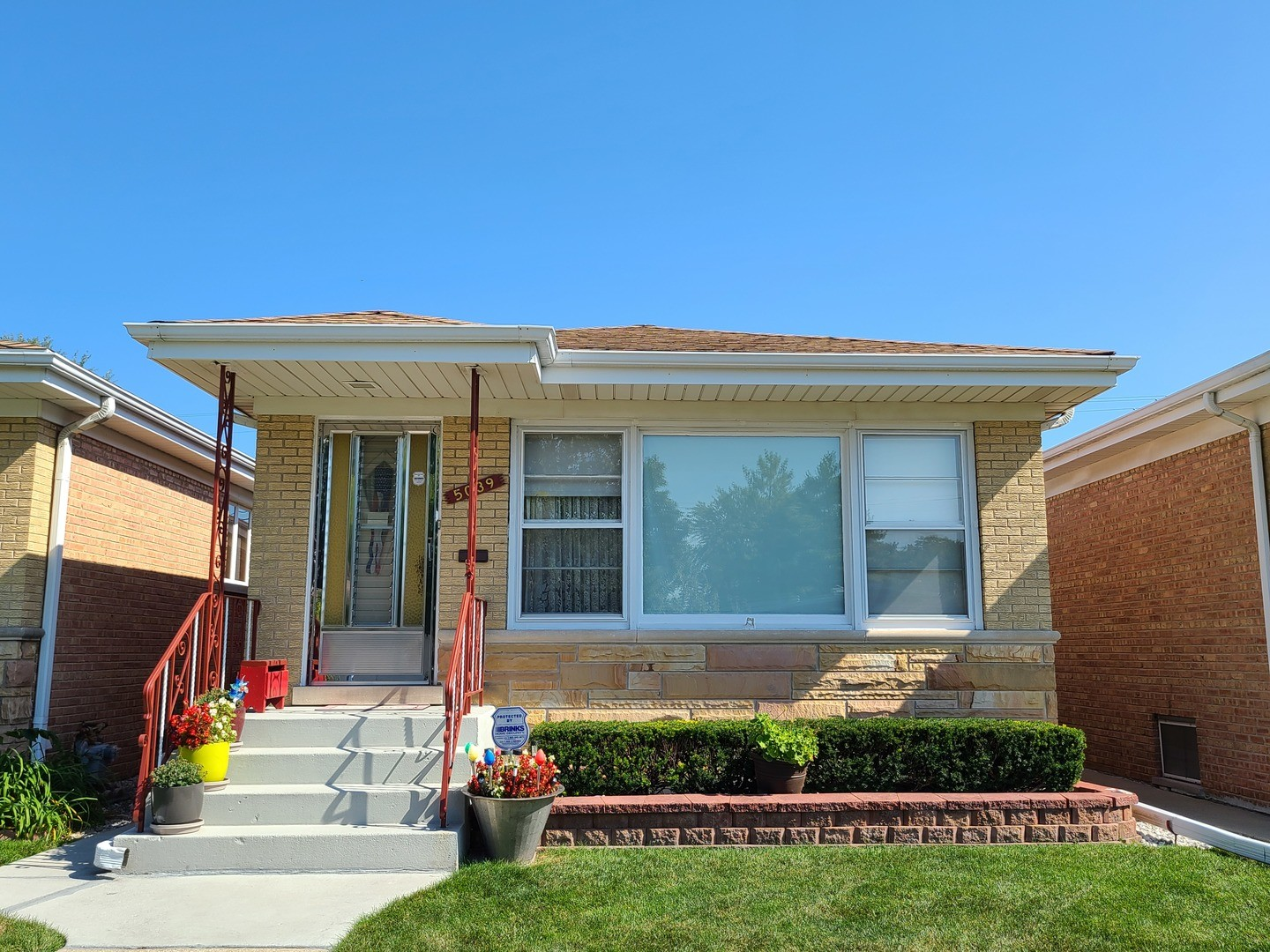Updated 3-Bedroom House In Harwood Heights