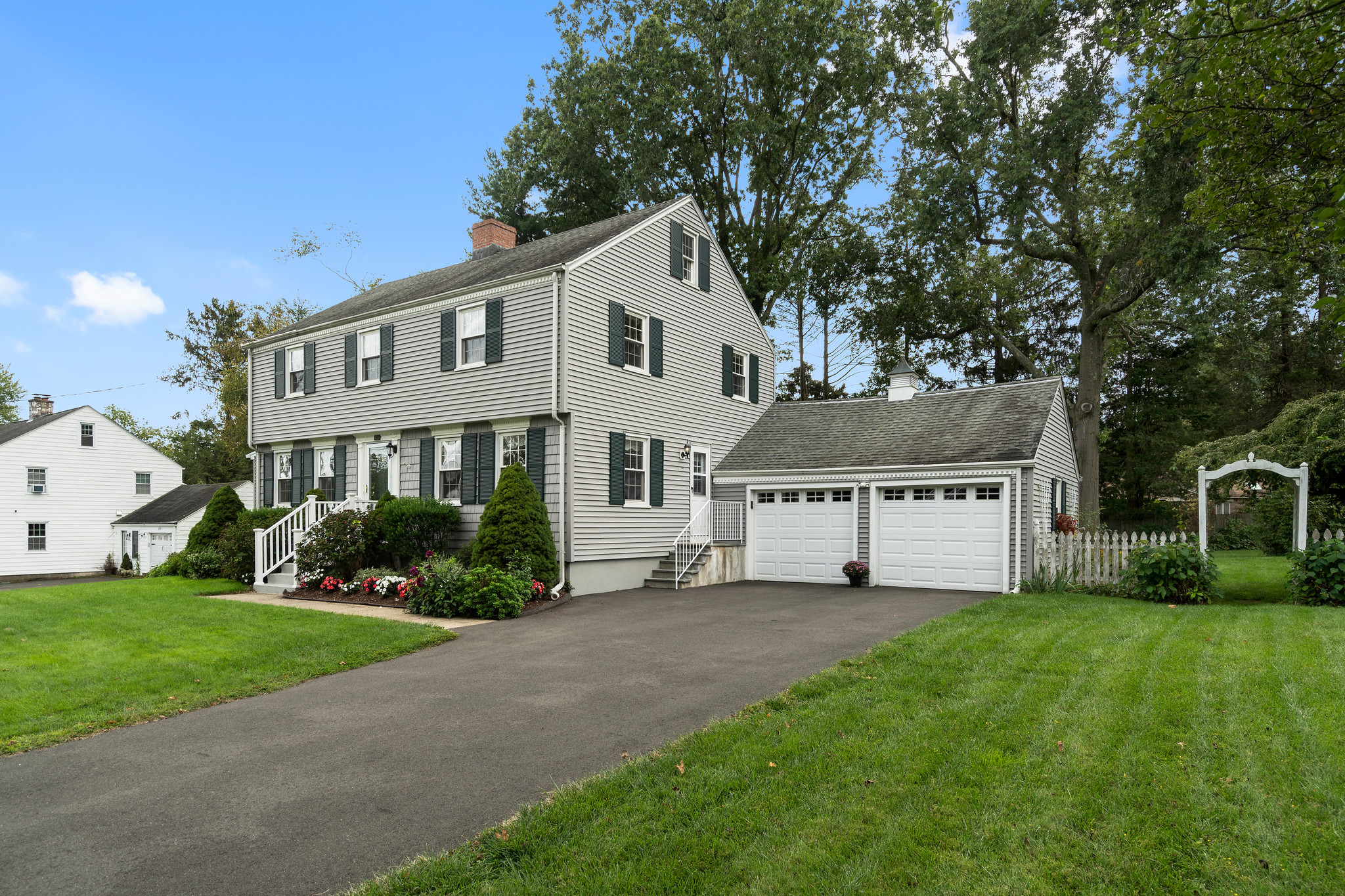 Renovated 4-Bedroom House In North Haven