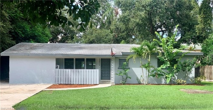 2-Bedroom House In Fort Myers Country Club