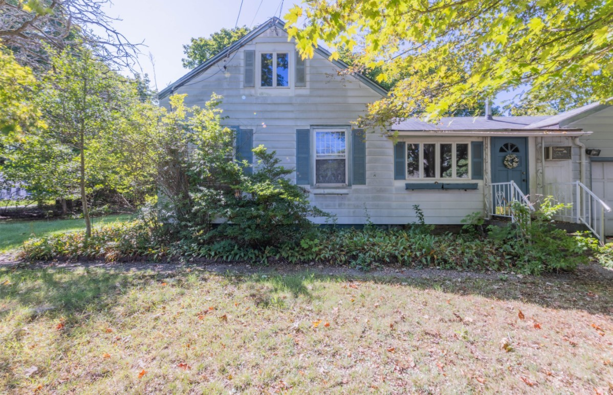 1-Bedroom House In Center Moriches