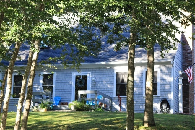 Updated 3-Bedroom House In Forestdale