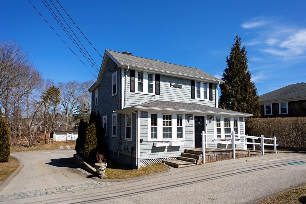 Renovated 3-Bedroom House In South Duxbury