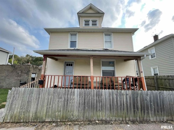 5-Bedroom House In East Moline