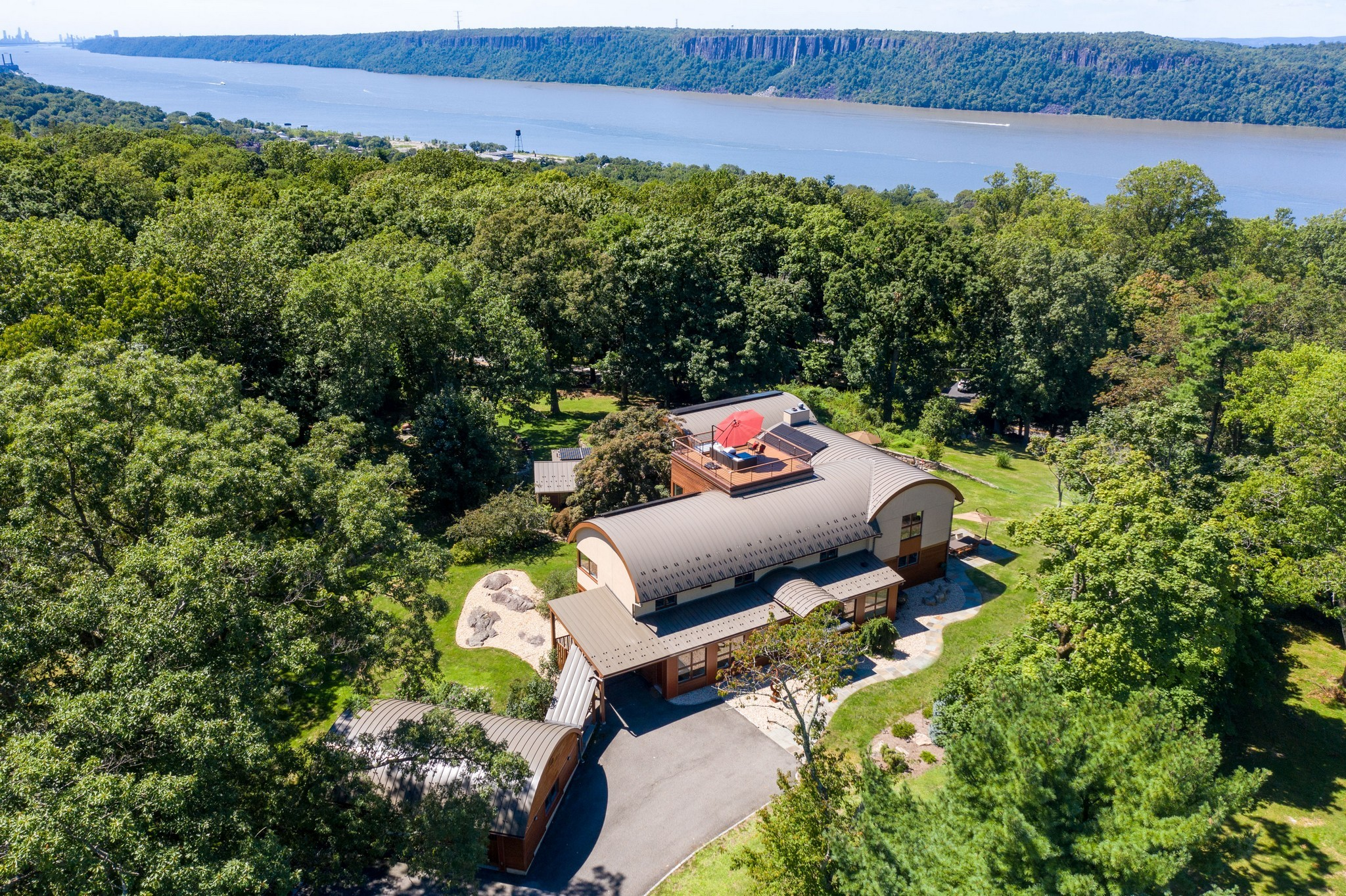 Chic 6-Bedroom House In Dobbs Ferry