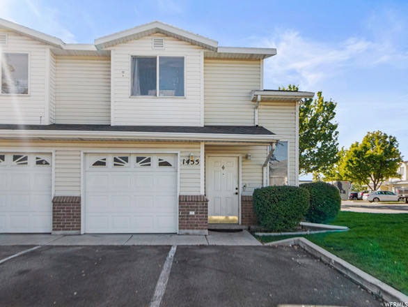 3-Bedroom Townhouse In Chesterfield