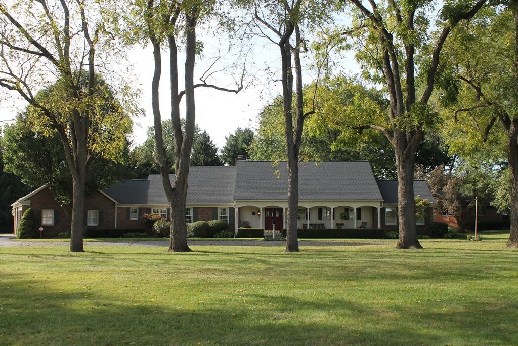 Stately 5-Bedroom House In Bucyrus