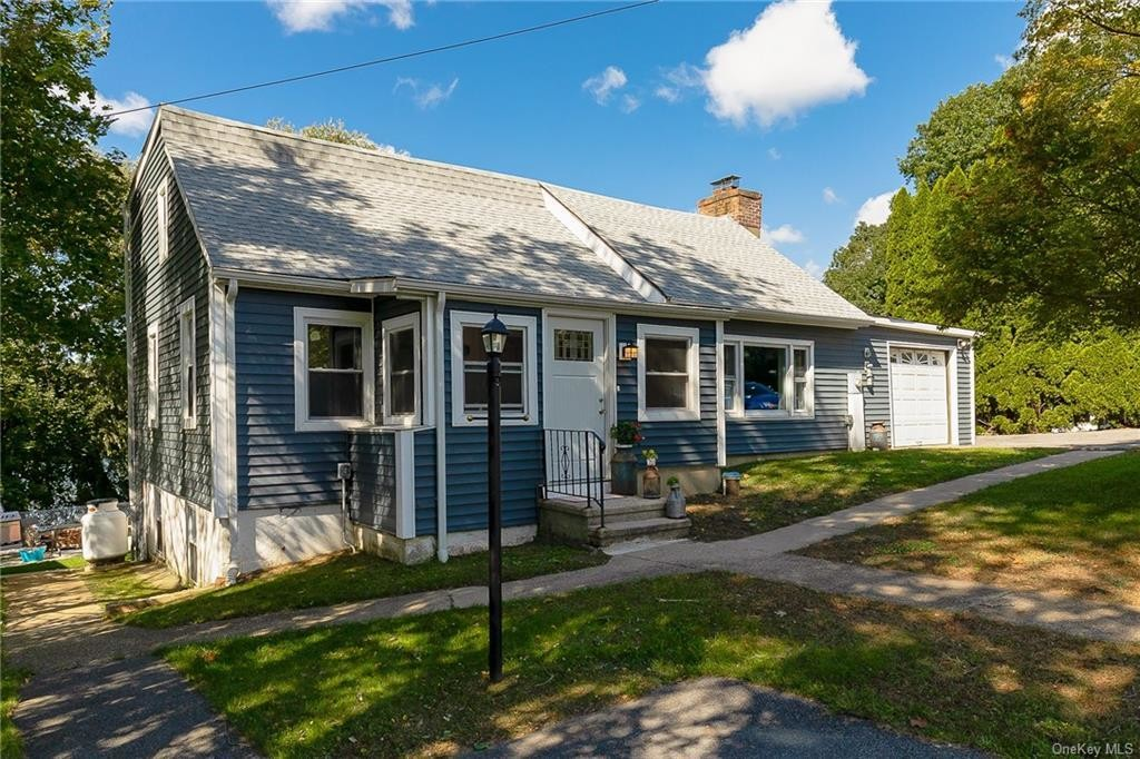 Updated 4-Bedroom House In Brewster