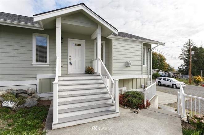 3-Bedroom House In Sandy Point Heights