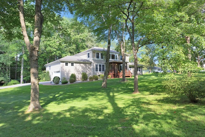 Updated 6-Bedroom House In Mount Airy