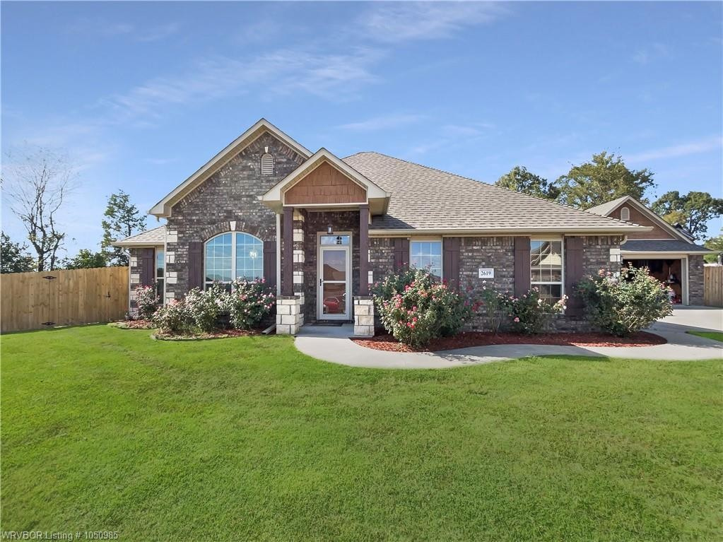 Updated 3-Bedroom House In Legacy Valley