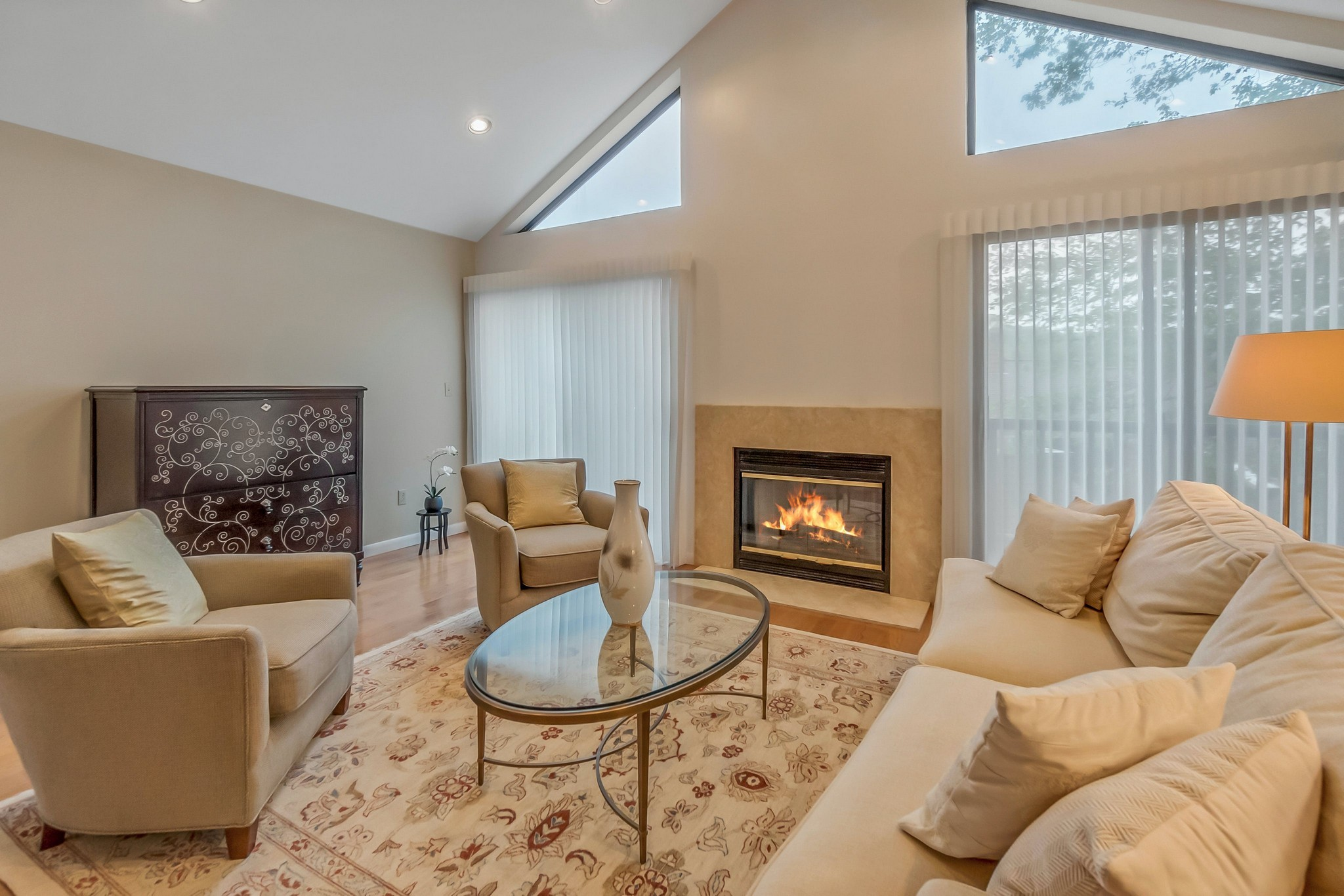 Private Townhouse With Fireplace