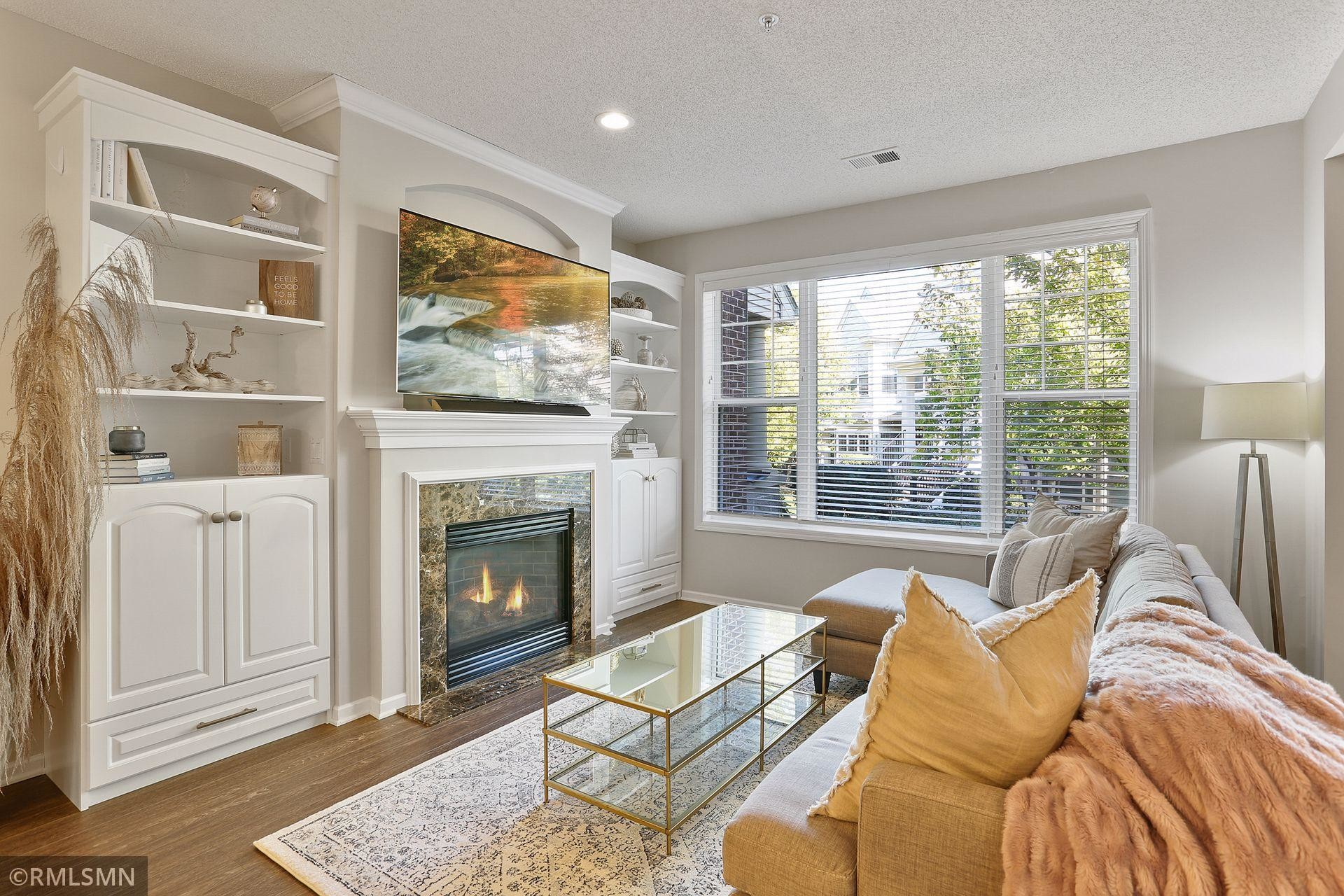 Renovated 2-Bedroom Townhouse In Downtown Golden Valley