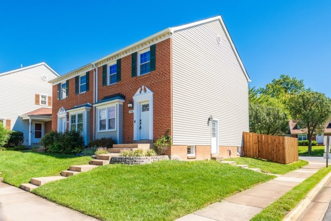 Upgraded 3-Bedroom Townhouse In Herndon