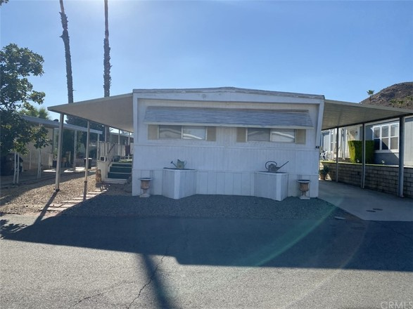 Mobile Home In Perris Valley Acres