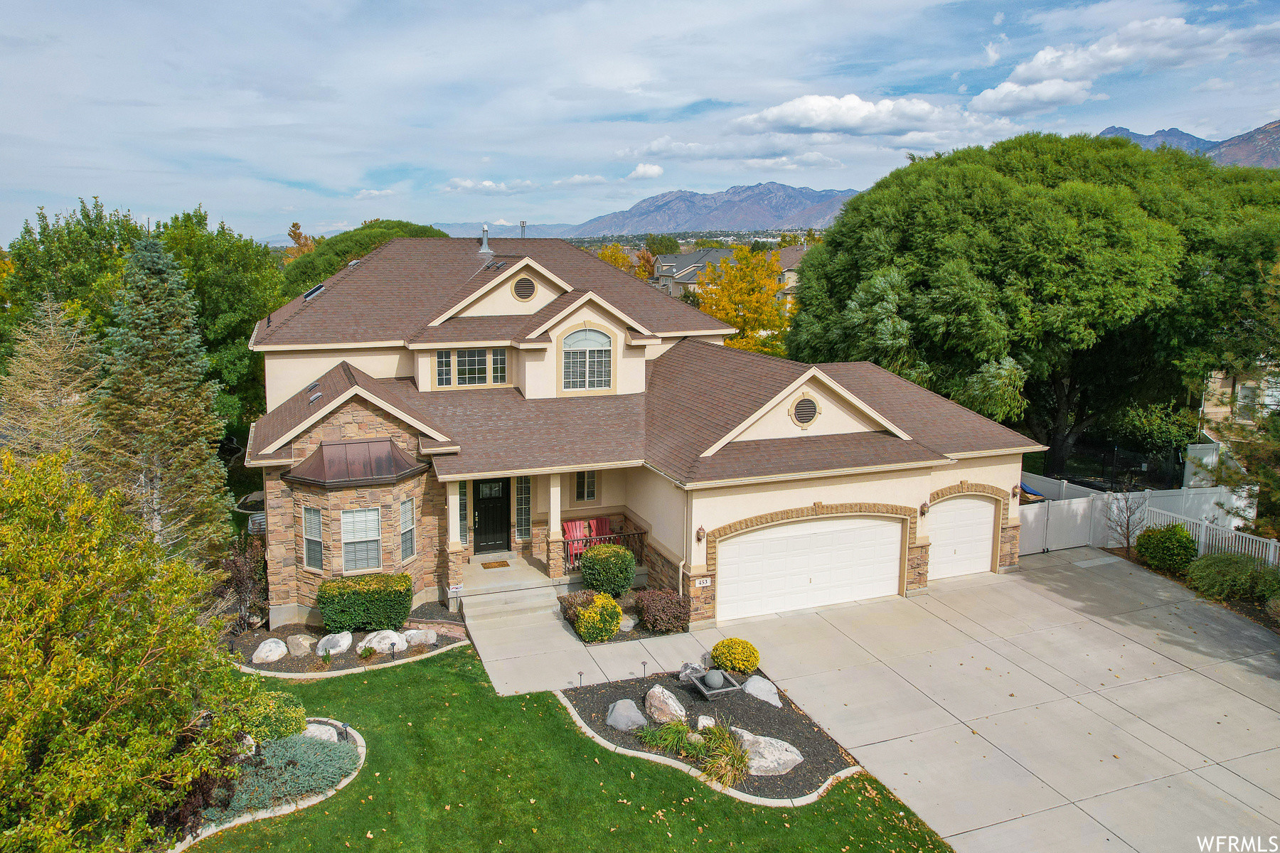 Updated 5-Bedroom House In Mountain Point
