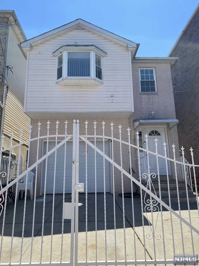 6-Bedroom House In North Broadway