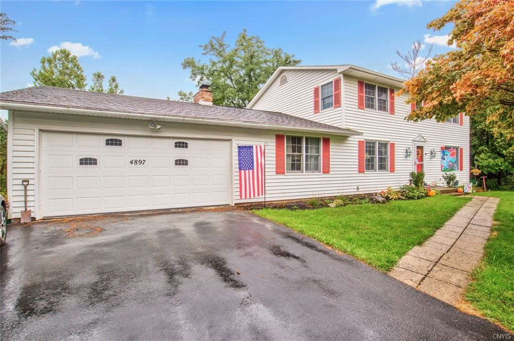 2-Story House In Manlius