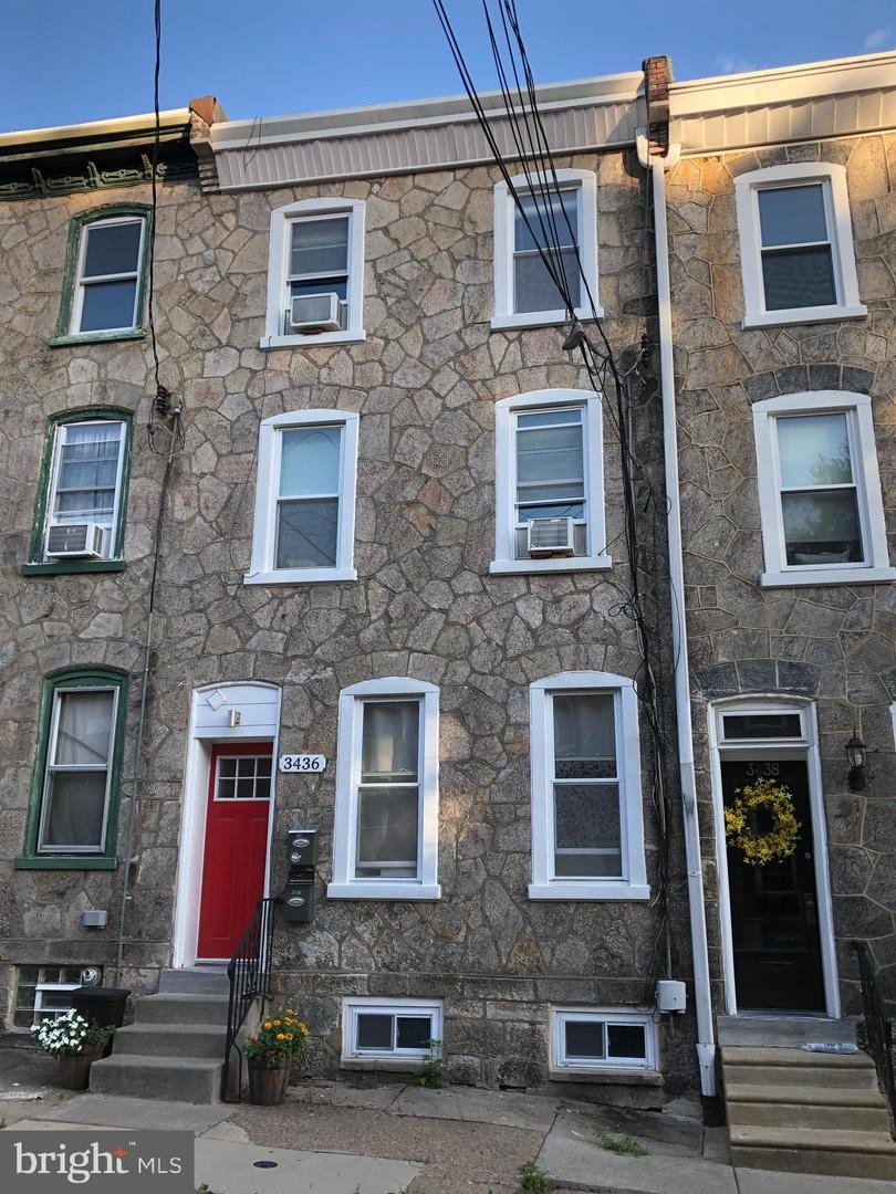 Renovated 2-Bedroom House In East Falls