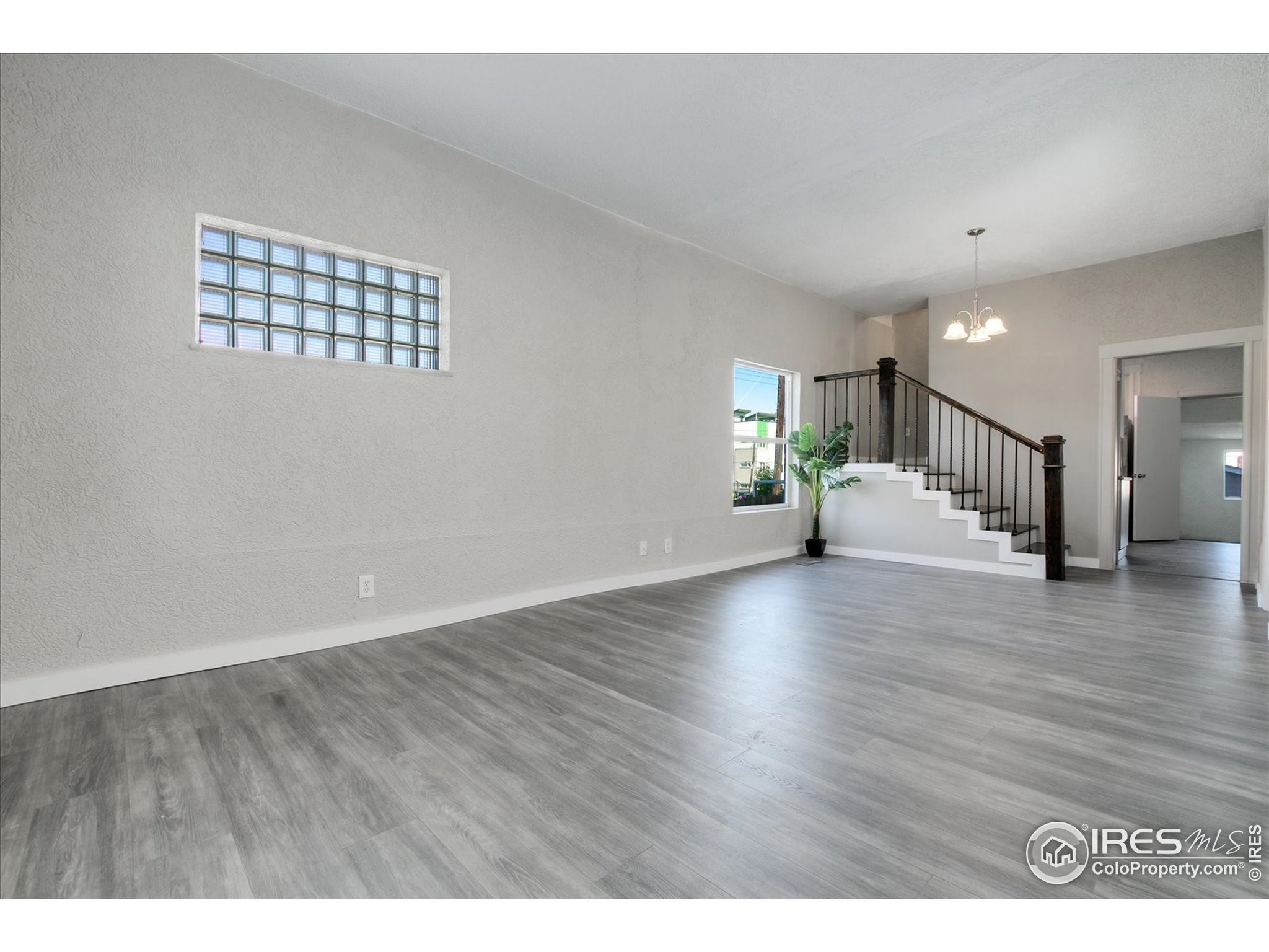 Updated 3-Bedroom House In Jefferson Park
