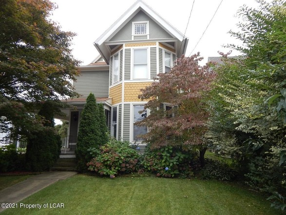 Stately 4-Bedroom House In West Pittston