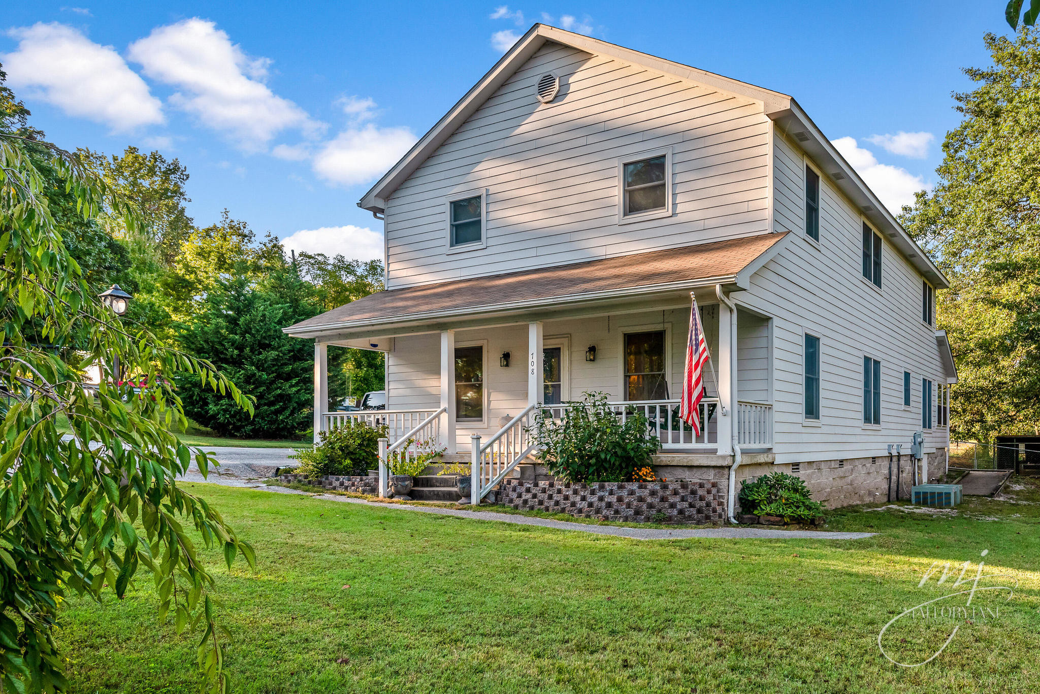 2-Story House In Berryville