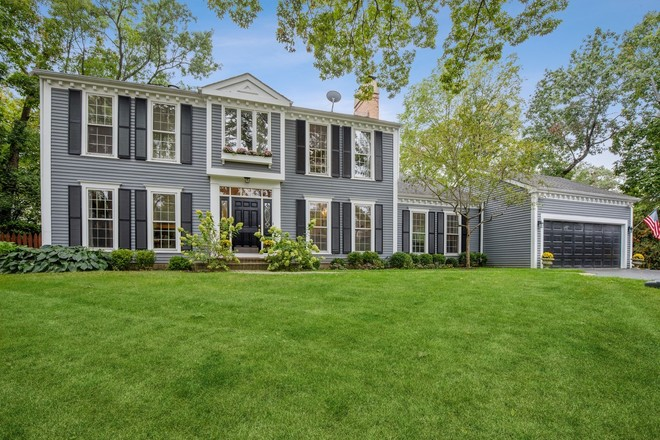 Refinished 5-Bedroom House In Lake Forest
