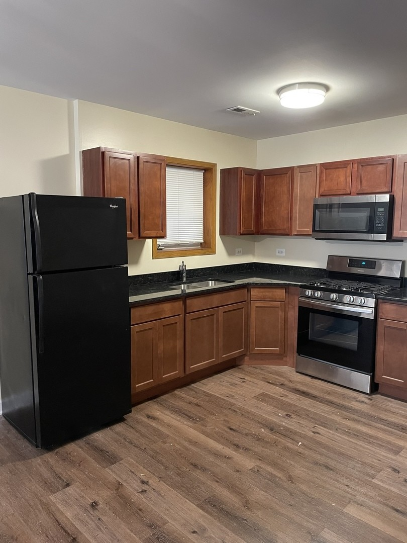 Updated 3-Bedroom House In Woodlawn