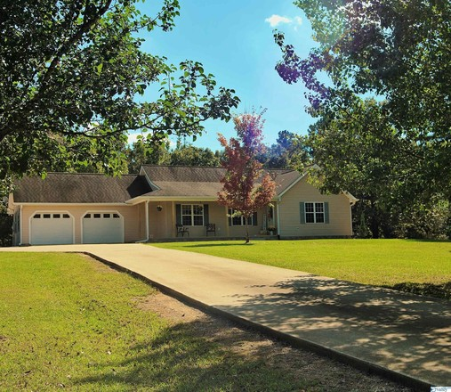 Remodeled 5-Bedroom House In Piedmont