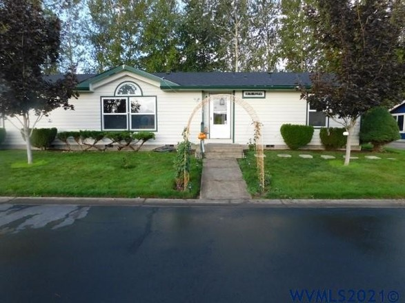 3-Bedroom Mobile Home In Green Acres