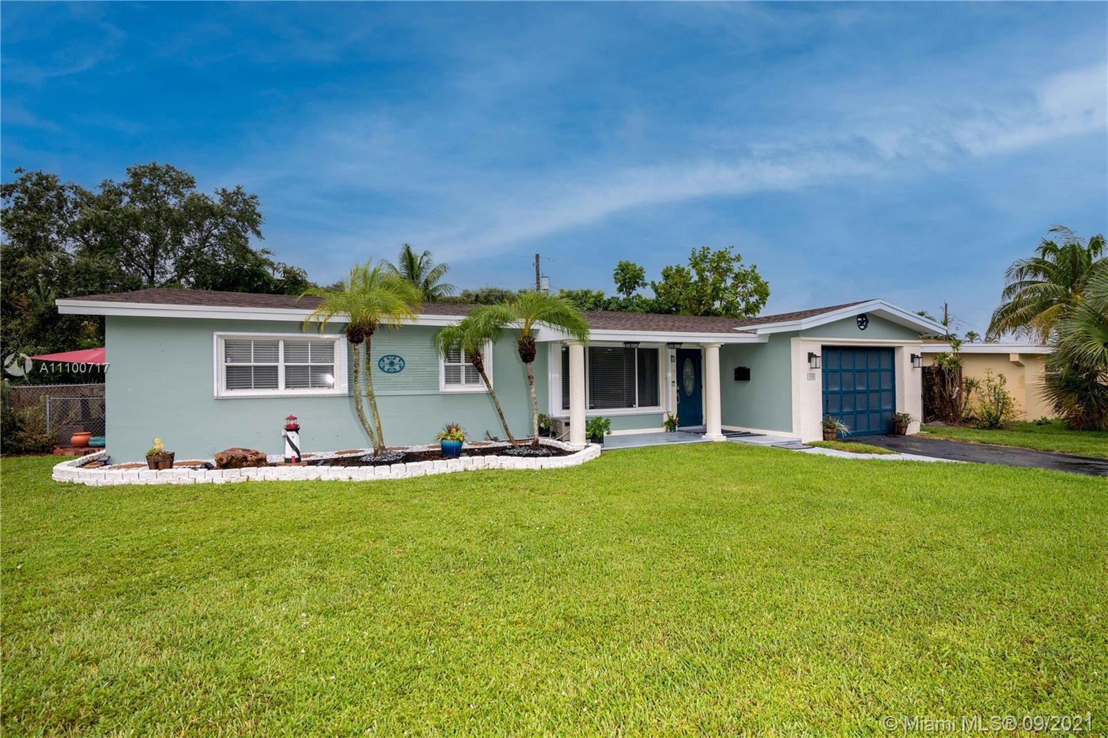 Updated 3-Bedroom House In Lawn Acres