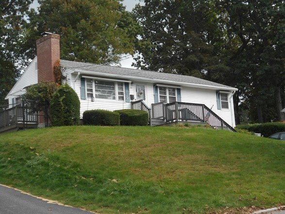 Renovated 3-Bedroom House In East Forest Park