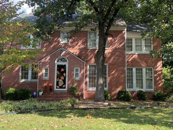 Stately 4-Bedroom House In Belmont
