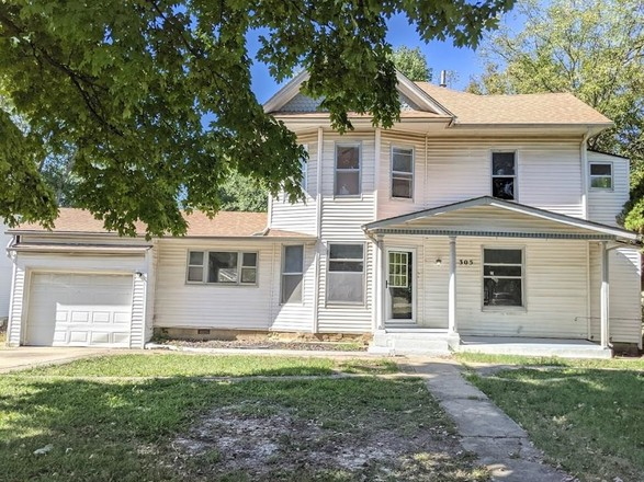 Remodeled 5-Bedroom House In Independence