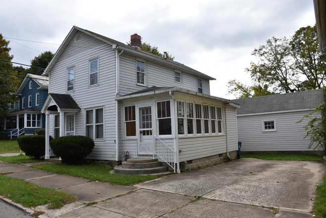 Updated 4-Bedroom House In Meadville