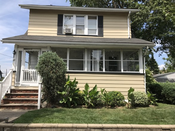 2-Story House In Totowa