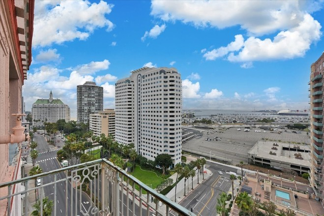 Updated 1-Bedroom Condo In Downtown Long Beach