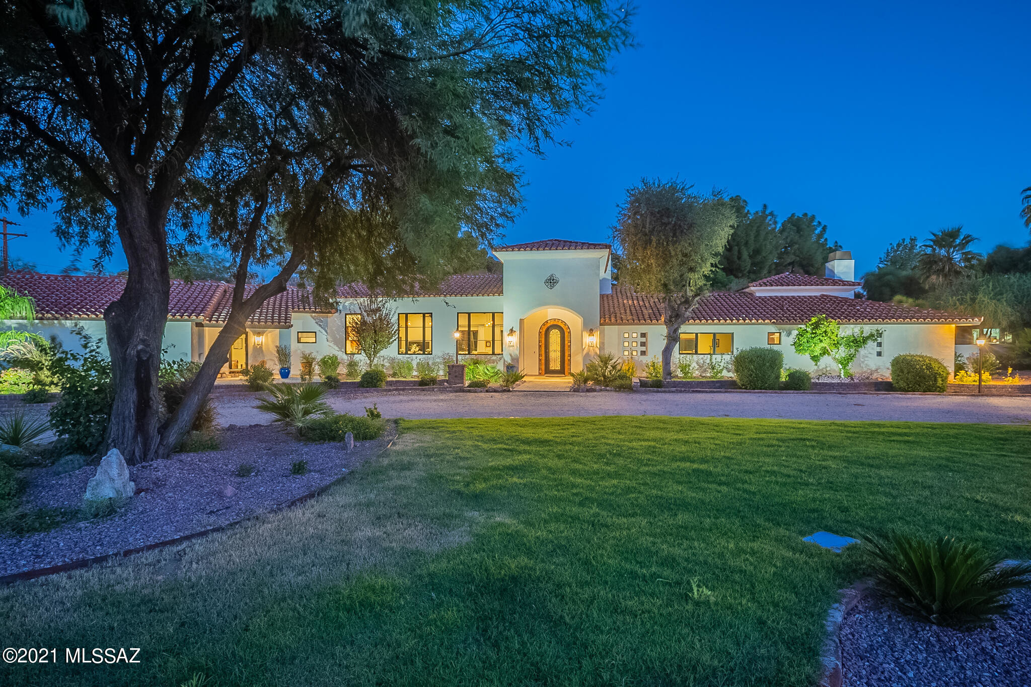 Updated 4-Bedroom House In Country Club Estates