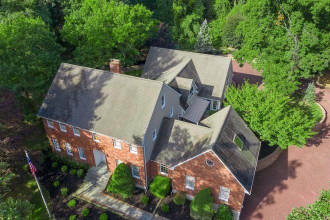 Stately 5-Bedroom House In Nissequogue