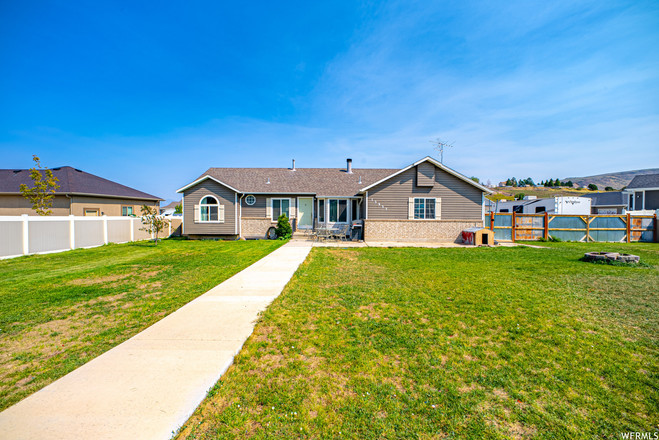 Updated 5-Bedroom House In Butterfield Canyon