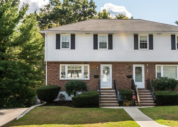 Renovated 3-Bedroom Townhouse In Natick
