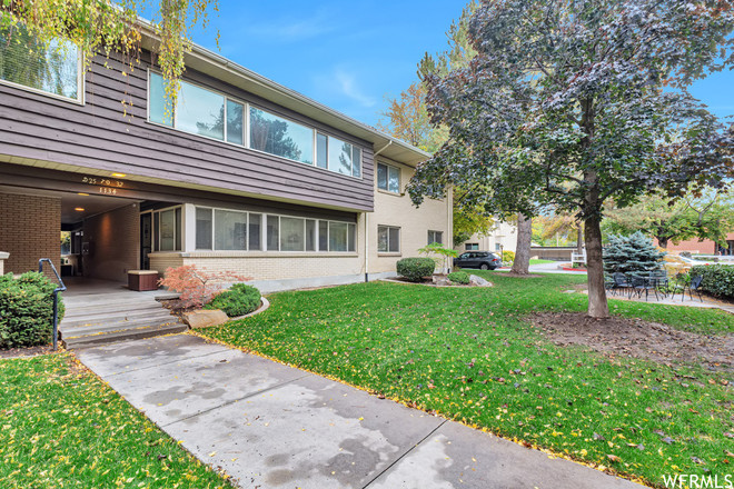 Renovated 2-Bedroom Condo In Forest Dale