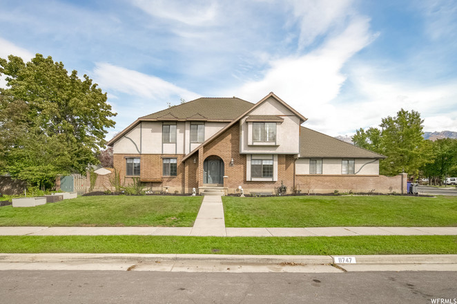 Remodeled 5-Bedroom House In Falcon Park