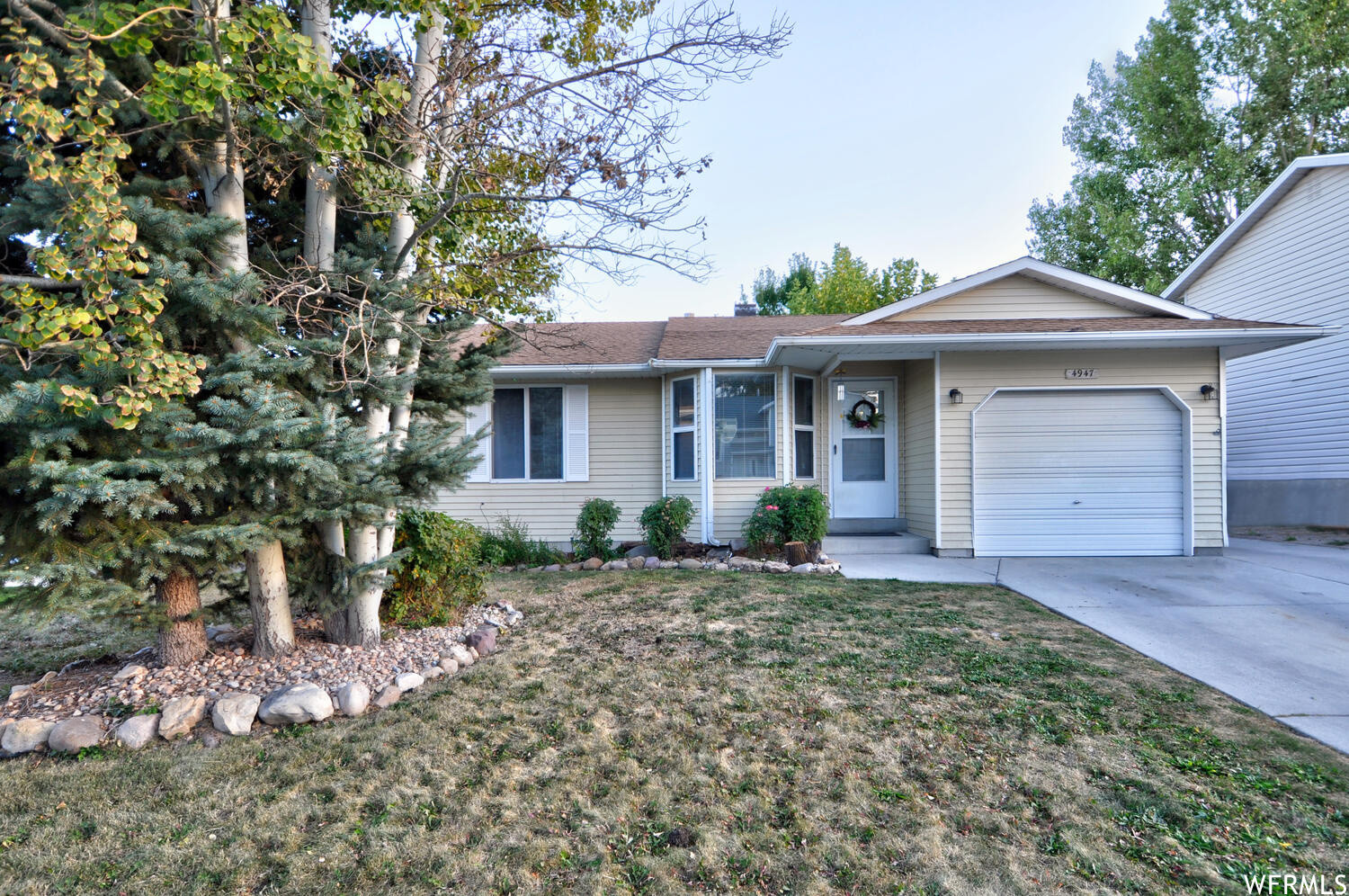 Updated 4-Bedroom House In Oquirrh Shadows