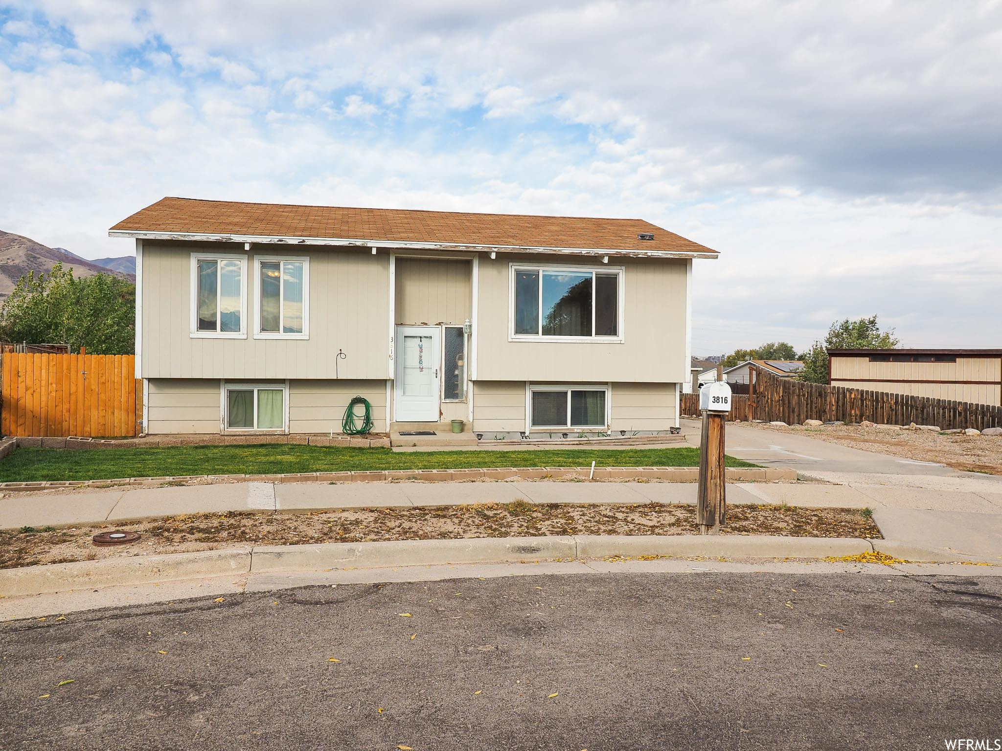 Updated 4-Bedroom House In Magna