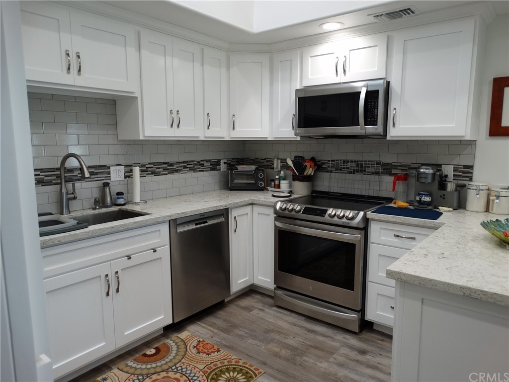 Remodeled 2-Bedroom House In Leisure World