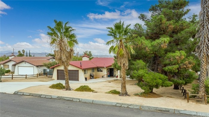 Updated 3-Bedroom House In Yucca Valley