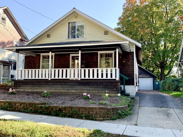 Renovated 3-Bedroom House In Hill Section